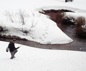 Winter small stream tenkara fishing (photo: Daniel Galhardo).