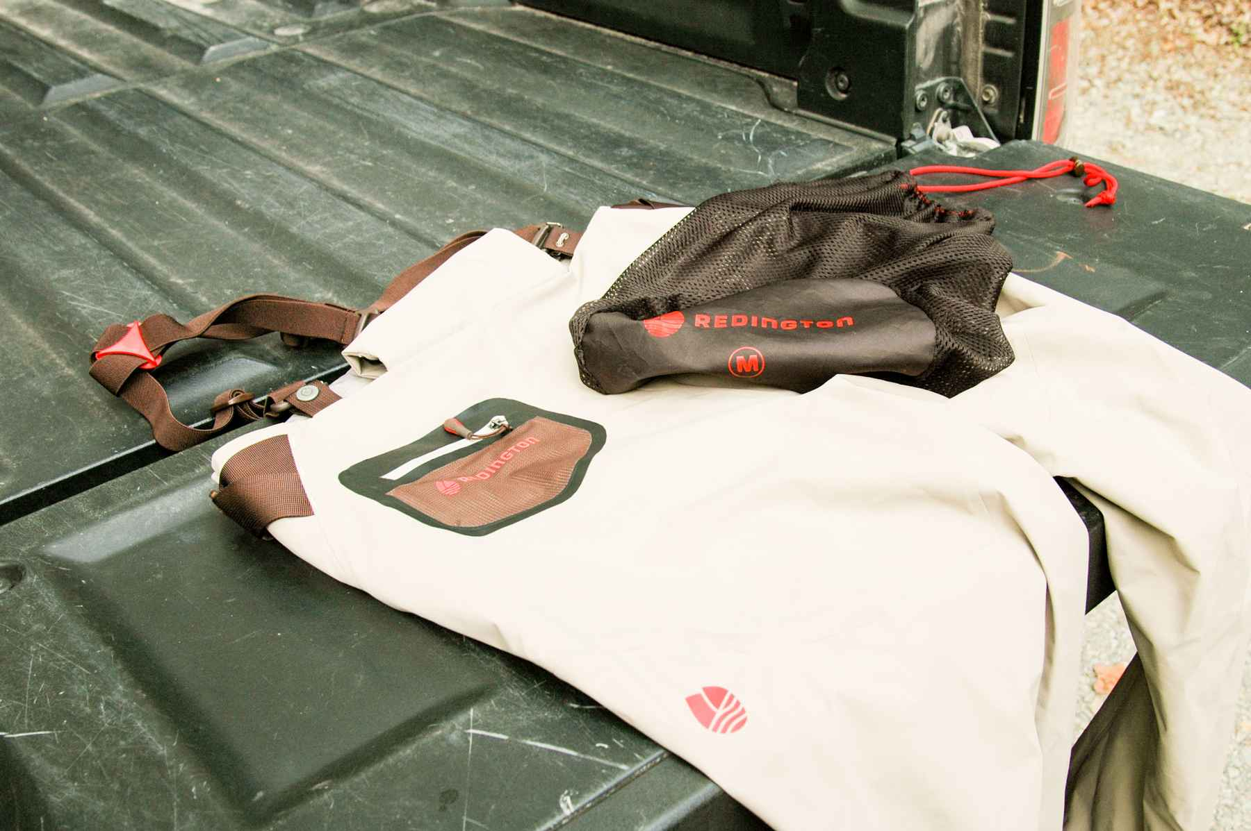 Review redington sonic dry pants hatch magazine fly for Fly fishing pants