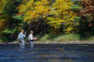 angler helping angler | fly fishing