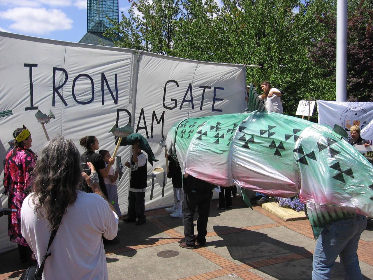 iron gate dam protest klamath river